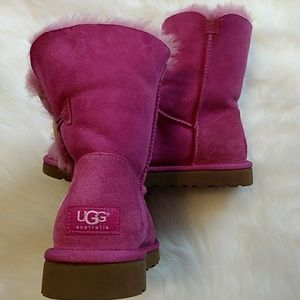 72043cd75c7 Ugg breast cancer awareness boots NWOB 8m